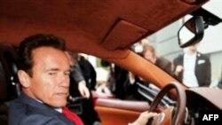 Arnold Schwarzenegger Dimitri Medvedev ile Kayak Yapacak