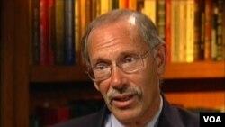 罗姆尼的外交政策顾问多夫扎赫姆(VOA视频截图)