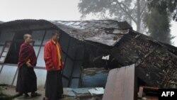 Trận động đất mạnh 6,9 độ richter đã gây nhiều thiệt hại và tổn thất nhân mạng khắp khu vực đông bắc Ấn Độ