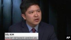평양과학기술대 초빙교수로 근무하다 북한에 억류됐다 석방된 미국인 김상덕 씨의 아들 김 솔 씨가 지난 4일 AP와 인터뷰 중 아버지의 석방을 바란다고 말했다. AP 비디오 캡처.
