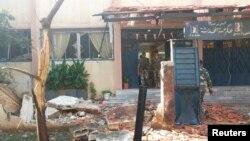 Cơ quan thông tấn nhà nước Syria SANA đưa ra hình ảnh những mảnh vỡ tại ngôi trường sau khi xảy ra vụ nổ bom kép ở khu vực Akrama, thành phố Homs, 1/10/2014.