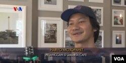 Pelanggan D'jakarta Cafe, Haryo Mojopahit, di Philadelphia (Dok: VOA)