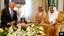 Saudi Arabia's King Salman (right) meets with U.S. Defense Secretary James Mattis, in Riyadh, April 19, 2017. Salman restored financial perks for Saudi Arabia's military and civil servants, who make up two-thirds of working Saudis.