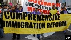 Nuevo obispo de San Diego apoya la idea de una reforma migratoria y quiere ser amigo de la comunidad latina.