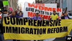 A propósito de la celebración de los 50 años de la Ley INA firmada por el presidente Lyndon Johnson vuelve la presión al Congreso por una reforma migratoria.