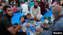Pristalice Mohameda Morsija posle prvog dana posta na početku Ramazana, 10. jul 2013.