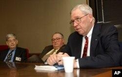 Bác sĩ Donald Henderson từng lãnh đạo toán nhân viên diệt trừ bệnh đậu mùa trong thập niên 1970.
