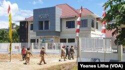 Laboratorium Schistosomiasis yang didirikan di desa Lengkeka, Kecamatan Lore Barat, Kabupaten Poso, Sulawesi Tengah untuk mendukung upaya eradikasi penyakit itu tahun 2025, 6 Agustus 2019. (Foto: VOA/Yoanes Litha)