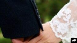 82 برس سے شادی کے بندھن میں بندھا ویتنامی جوڑا
