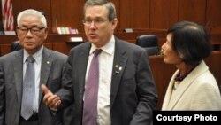 마크 커크 상원의원이 8일 일리노이 주 시카고 소재 덕슨연방법원에서 재미 이산가족 공청회를 개최했다