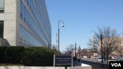 首都华盛顿独立大街上政府办公楼林立。(美国之音杨晨拍摄)