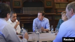 Para pemimpin G8 dalam KTT dua hari mereka di Irlandia Utara (18/6).