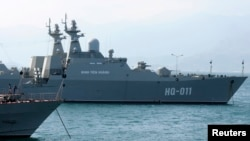 Chiến hạm Leopard Đinh Tiên Hoàng neo đậu tại căn cứ hải quân Cam Ranh, 2/1/2013.