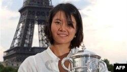 Lí Na nói rằng cô không dự trù trở về Trung Quốc cho tới sau giải Wimbledon