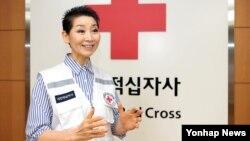 김성주 대한적십자사 총재가 지난 5일 집무실에서 연합뉴스와 인터뷰를 하고 있다.