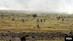 Ermənistan Ordusu təlimdə (Foto Ermənistan Müdafiə Nazirliyinin saytından götürülüb)