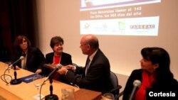 En la fotografía de izquierda a derecha: Fabiana Túnez, coordinadora general de La Casa del Encuentro; Vilma Martinez, Embajadora de los Estados Unidos, Luis Morales, presidente de FADEEAC y Susana Trimarco, presidenta de la Fundación María de los Ángel