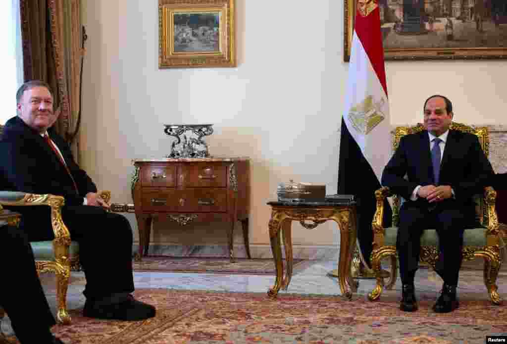 وزیر خارجه آمریکا در قاهره با السیسی رئیس جمهوری مصر دیدار کرد. آقای پمپئو ضمن تقدیر از اقدامات او، خواستار افزایش آزادی در مصر شد.