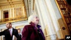 美联储主席耶伦在美国财政部开会后离开(2015年5月19日)