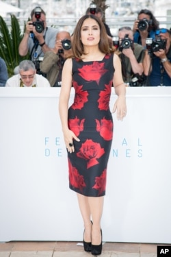 Salma Hayek attends a press call at the 2015 Festival de Cannes.