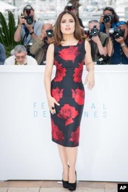 Salma Hayek attends a press call at the 2015 Festival de Cannes.