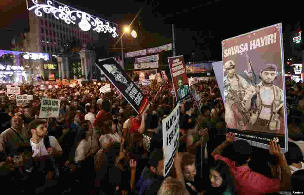 استنبول میں جنگ کے خلاف مظاہرہ