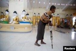 ຜູ້ຊາຍຄົນນຶ່ງ ທີ່ຫລົບໜີຈາກຄວາມຮຸນແຮງ ໃນລັດ Rakhine ທີ່ີເມືອງ Sittwe ຂອງ Myanmar ໃນວັນທີ 1 ເດືອນກັນຍາ, 2017.