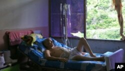 La situación de muchos de los pacientes es deplorable y las autoridades siguen pidiendo que el pueblo sea optimista.