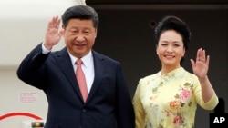 中国国家主席习近平与夫人彭丽媛(资料照片)