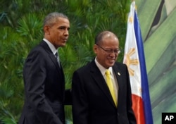 President Barack Obama, left, and Philippines' President Benigno Aquino III, right, walk off of the stage after participating in a news conference in Manila, Philippines, Wednesday, Nov. 18, 2015.