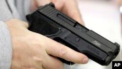 Legisladores estadounidenses no logran avanzar en la discusión de la tenencia de armas.