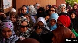 Wanawake wakiwa kwenye foleni ya kupiga kura Tripoli, Julai 7, 2012.