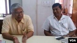 戴维迪普(右)及他的同事畅谈印度人眼中的中国。(美国之音朱诺拍摄)