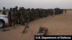 L'armée nigérienne suit une formation militaire avec des forces spéciales belges à Diffa, le 9 mars 2017.