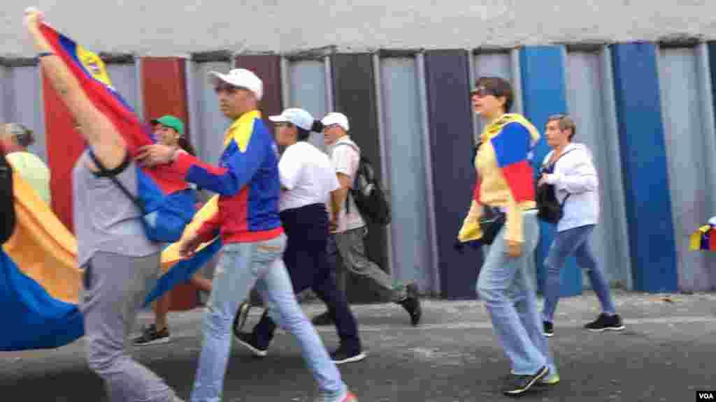 Muchos jóvenes se unieron a las protestas desde tempranas horas de la mañana del miércoles 23 de enero.