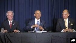 Tổng thống Mỹ Barack Obama (giữa), Tổng thống Costa Rica Luis Guillermo Solis (phải) và Tổng thống Uruguay Tabare Vazquez tại hội nghị bàn tròn với các Nhà lãnh đạo Xã hội Dân sự ở Panama City, Panama, ngày 10/4/2015.