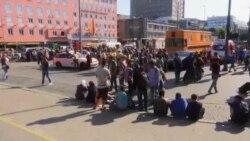 هجوم مهاجران برای دومین روز ایستگاه قطار بوداپست را تعطیل کرد