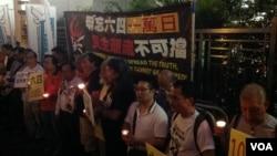 """香港支聯會中聯辦紀念六四""""一萬日""""(美國之音海彥拍攝)"""
