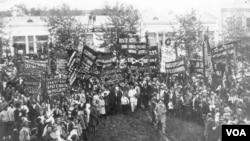 1918 წლის ივლისი, სოჭში შესულ ქართულ არმიას ქალაქის მოსახლეობა ესალმება