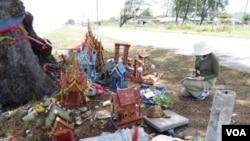 Tác giả và Miếu Thờ ở Songkhla.