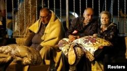En la zona afectada por el terremoto muchas personas se mantienen en vigilia durante la noche por el temor a las réplicas