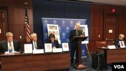 Linh mục Thomas J. Reese, Chủ tịch USCIRF phát biểu tại buổi công bố đề án Tù nhân Lương tâm tại Quốc hội Hoa Kỳ, 6/4/2017.