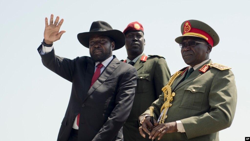 Le président du Soudan du Sud, Salva Kiir (à gauche) et l'ancien chef des armées, Paul Malong (à droite), à Juba, le 12 septembre 2016