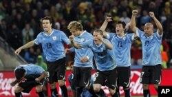 Wachezaji wa Uruguay washeherekea ushindi wao dhidi ya Ghana.