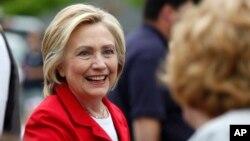 Ứng cử viên Tổng thống của đảng Dân chủ Hillary Clinton tại một buổi diễu hành kỷ niệm ngày Độc lập ở Gorham, New Hampshire ngày 04/7/2015.