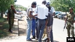 Zvizvarwa zveZimbabwe zvisina magwaro ekugara muBotswana zvichi bvunzurudzwa nemasoja nemapurisa