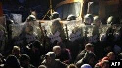NATO-ja paralajmëron vazhdimin e aksionit për heqjen e barrikadave në Veri të Kosovës
