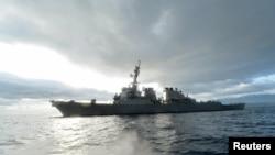 Ракетний есмінець США USS Ross