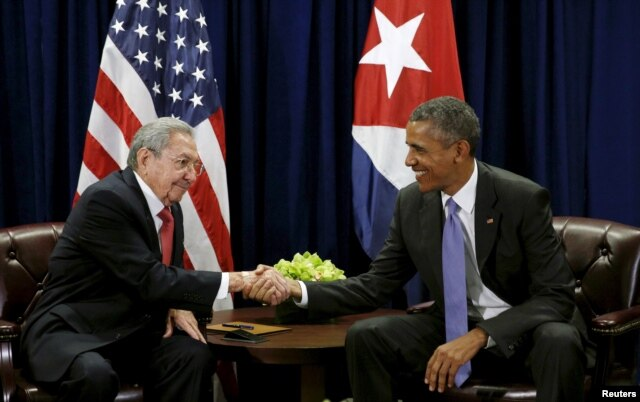 FILE - U.S. President Barack Obama (R) and Cuban President Raul Castro shake hands at the start of their meeting at the United Nations General Assembly in New York September 29, 2015.
