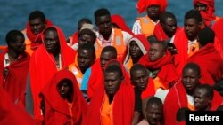 Grupa migranata na brodu, 9. juni 2018.